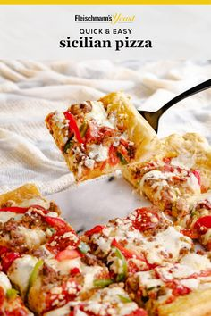 Delight family and friends with this simple recipe for delicious homemade pizza, complete with a thick, Sicilian-style crust. Pizza Recipes, Keto Recipes, Dinner Recipes, Cooking Recipes, Healthy Recipes, Delicious Recipes, Bread Recipes, Soup Recipes, Crockpot Recipes