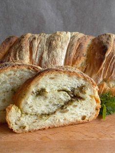 Zöldfűszeres gyökérkenyér Izu, Bread, Food, Rolls, Drink, Beverage, Breads, Drinking, Bakeries