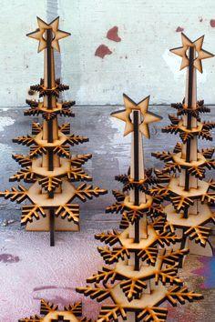 Votre arbre de Noël « Wintree » sautera hors de son cadre A4 et être assemblé avec aisance dans les moments simples : slot ensemble les morceaux de tronc deux et faites glisser le flocon de feuilles sur les premiers albums, plus grand. Nous avons tendance à alterner lorientation des