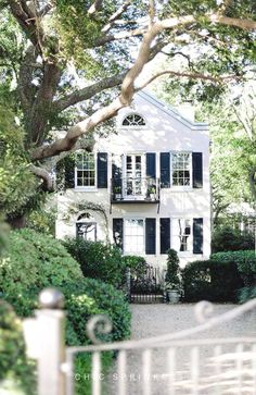 New house facade cottage curb appeal Ideas Exterior Design, Interior And Exterior, Exterior Paint, Black Exterior, Facade Design, Cafe Exterior, Restaurant Exterior, Craftsman Exterior, Mansion Interior