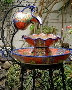 How to Recycle: DIY Garden Water Fountains Use this idea. only change to enameled pitcher and enameled bowls and pans. Garden Water Fountains, Water Garden, Fountain Garden, Homemade Water Fountains, Glass Garden, Yard Art, Design Fonte, Fountain Design, Fountain Ideas