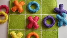 This felt TIC TAC TOE game set is the perfect gift for children! This colorful TIC TAC TOE game set is all handmade with wool felt, embriodery Kids Crafts, Craft Projects, Sewing Projects, Fabric Crafts, Sewing Crafts, Kids Birthday Presents, Birthday Kids, Tic Tac Toe Game, Felt Toys