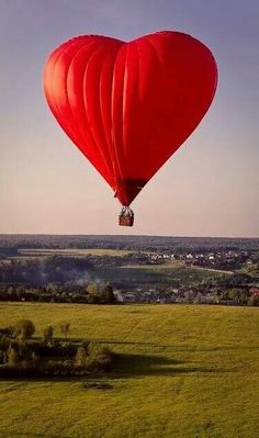 Hot air balloons are something special in comparison to other forms of flight. Hot air balloons drift gracefully above the ground at hei. Heart In Nature, Heart Art, Air Balloon Rides, Hot Air Balloon, Air Ballon, Red Balloon, I Love Heart, Happy Heart, Belle Photo