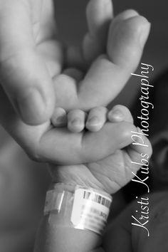 Little Fingers!  Newborn baby picture in hospital. www.kristikubs.com
