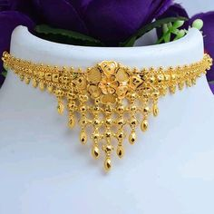 No photo description available. Gold Chain Design, Gold Bangles Design, Gold Earrings Designs, Gold Jewellery Design, Gold Mangalsutra Designs, Bridal Bangles, Gold Jewelry Simple, Womens Jewelry Rings, Gold Necklace
