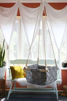 From A Beautiful Mess: An excellent tutorial for this handmade baby/toddler swing. Diy Swing, Indoor Swing, Baby Chair, Diy Bebe, Baby Swings, Diy Hanging, Hanging Chairs, Swing Chairs, Hanging Basket
