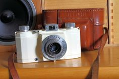 The Ilford Advocate is a white-enamelled die-cast aluminium alloy 35mm camera made in the UK.