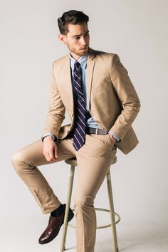 Great article on mens fashion photography poses. With fantastic photographs as well for inspiration. Men's Fashion, Fashion Poses, Fashion Moda, Mens Fashion Suits, Men's Suits, Sharp Dressed Man, Well Dressed Men, Style Costume Homme, Poses Photo