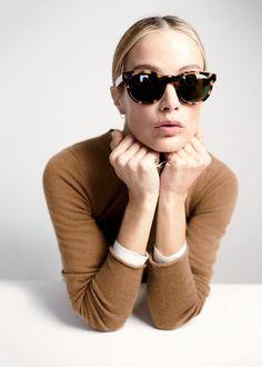 Las gafas de sol son el complemento ideal para crear un aire misterioso y sofisticado. Úsalas con y sin sol durante el día. Introducing J.Crew women's Sam sunglasses.