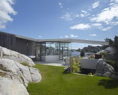 Kristiansand Summer House by New York and Oslo based Heiberg Cummings Design. Sweden House, Beautiful Norway, Kristiansand, Cottages By The Sea, Interesting Buildings, Modern Architecture, Facade, Building A House, Exterior