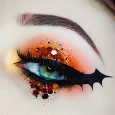 Ariel Make Up ~ Make Up & Beauty with a Princess Touch: ♕ Halloween 2017 ♕ Bat Wing Eyeliner ♕Feat. Glitter Palace Ariel Make Up ~ Make Up & Beauty with a Princess Touch: ♕ Halloween 2017 ♕ Bat Wing Eyeliner ♕Feat. Halloween Eyeshadow, Halloween Makeup Looks, Maquillage Halloween, Glitter Eyeshadow, Eyeshadow Palette, Bat Makeup, Ariel Makeup, Cheap Makeup, Makeup Kit