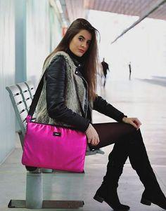 funda-ordenador-metalic-fucsia-4 Rebecca Minkoff, Shoulder Bag, Bags, Collection, Fashion, Notebook Covers, Hot Pink, Handbags, Moda