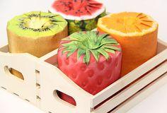 Actualité / Le rouleau de PQ, un cadeau raffiné au Japon  / étapes: design & culture visuelle  Kiwi, orange, fraise ou pastèque, pour le designer Kazuaki Kawahara, ça sera du papier très fruité, histoire de mettre un peu de parfum là où il y en a besoin...