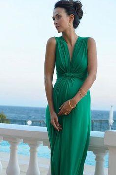 Elegáns alkalmi ruha, ami nagy pocakkal is káprázatos - pregnant fashion gilr, elegant, green dress - kép forrása :duematernity.com