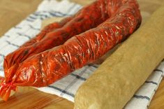 Nasušte si klobásky a salámy bez údenia (chorizo) » Prakticky.sk Chorizo, Carrots, Vegetables, Food, Meal, Essen, Carrot, Vegetable Recipes, Hoods
