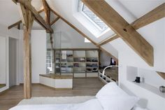 Olivier Chabaud Architect designed Maison V, a private house located in Villennes-sur-Seine, France. Photos by Olivier Chabaud Architect. Attic Rooms, Attic Spaces, Bedroom Loft, Home Bedroom, Master Bedroom, Bedrooms, Interior Exterior, Interior Architecture, Ideas Hogar