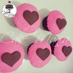 SnapWidget | Cupcakes rosa, marrom e coração  #cupcakes #pink #Brown #heart #instacake #instafood