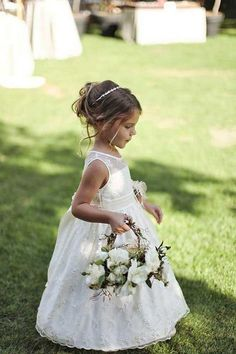 Flower girl dresses and hairstyles / http://www.himisspuff.com/big-ideas-for-little-flower-girls/4/