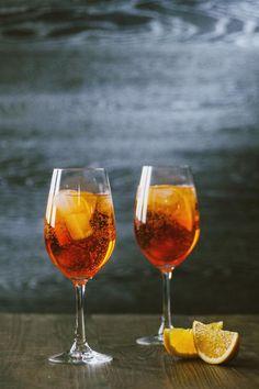 Lo Spritz è il cocktail da aperitivo per antonomasia, servito ormai in tutti i locali d'Italia. Se hai in mente un happy hour, hai la ricetta perfetta!