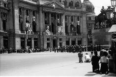 Bukarest3.Rumäniens Befreiung seiner Gebiete, Bittgottesdienst vor dem Schloss, alles kniet(Palatul Regal)21.Juni 1941.FotoWilly Pragher