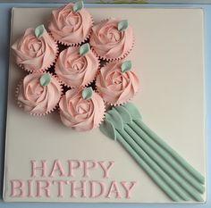 Ƹ̴Ӂ̴Ʒ Sweet Ƹ̴Ӂ̴Ʒ Little Cakes ~ Happy Birthday Cupcake Bouquet Happy Birthday Cupcakes, Cute Cupcakes, Baking Cupcakes, Cupcake Cookies, Birthday Cake, Beautiful Cakes, Amazing Cakes, Cupcake Pictures, Cupcake Pics