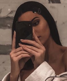 Image about kendall jenner in kenny dolls by 𝑒𝓁𝓋𝒾𝓇𝒶 𝒞𝑜𝒞𝑜 Kendalll Jenner, Kardashian Jenner, Kendall Jenner Outfits, Kendall And Kylie, Kendall Jenner Selfie, Le Style Du Jenner, Carlson Young, Ariana, Gorgeous Hair