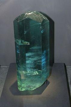 アクアマリン原石 【大きさ】 15256カラット【重量】 110kg