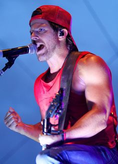 Kip Moore falls into a Mississippi Valley Fair grandstand tradition that includes Jake Owen, Blake Shelton and Jason Aldean: Rising country singers with a few hits to their name who Country Music Singers, Country Artists, Valley Fair, Quad Cities, Jake Owen, Jason Aldean, Blake Shelton, Opening Night, Beautiful Soul