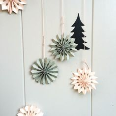 DIY, Faltsterne, Sterne falten/Easy and charming paper decoration for Christmas. Decoration Christmas, Crochet Christmas Ornaments, Xmas Decorations, Handmade Christmas, Ornament Crafts, Xmas Crafts, Diy And Crafts, Winter Christmas, Christmas Time