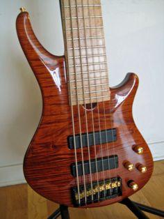 Roscoe 7-string bass