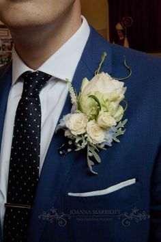 Summer Groom's buttonhole mad of pastel flowers.