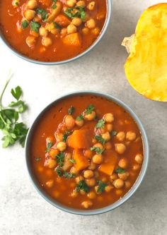 Spanish Pumpkin and Chickpea Stew - Healthy food (vegan)Spanish chickpea stew - You need to give this Spanish pumpkin and chickpea stew a try! It's so comforting, satisfying and easy to make. Freekah Recipes, Veggie Recipes, Real Food Recipes, Vegetarian Recipes, Healthy Recipes, Healthy Food, Pumpkin Stew, Vegan Pumpkin, Calabaza Recipe