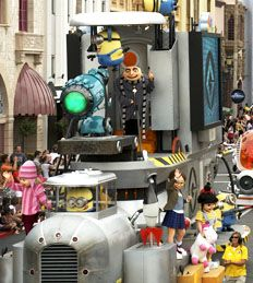 Universal's Superstar Parade---meet characters prior to the parade start