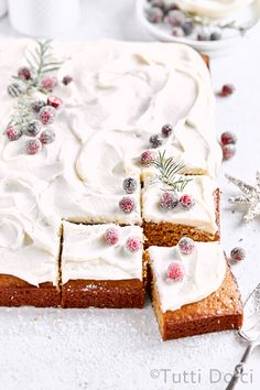 Spiced gingerbread sheet cake topped with swirls of vanilla mascarpone frosting and sugared cranberries makes the perfect holiday sheet cake! Cupcakes, Cupcake Cakes, Sorbet, Biscotti, Brownies, Dessert Crepes, Holiday Desserts, Winter Desserts, Holiday Meals