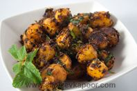 Chatpate Aloo (Spicy baby potatoes)