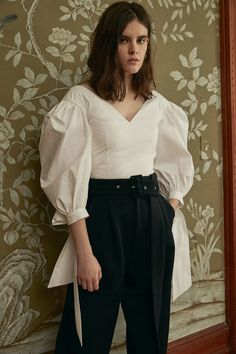 See the complete Jill Stuart Pre-Fall 2018 collection.