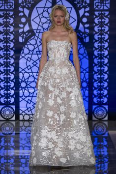 Our Favorite Fall 2016 Wedding Dresses from Bridal Fashion Week - Reem… Second Hand Wedding Dresses, 2016 Wedding Dresses, Wedding Dress Trends, Designer Wedding Dresses, Bridal Dresses, Wedding Gowns, Wedding Lace, Floral Wedding, Reem Acra Wedding Dress
