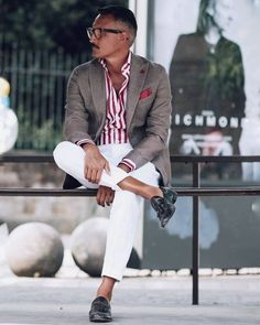 One great thing about men's fashion is that while most trends come and go, men's wear remains stylish and classy. However, for you to remain stylish, there are men's fashion tips you need to observe. Stylish Men, Men Casual, Smart Casual, Style Masculin, Look Man, Mens Fashion Suits, Fashion Wear, Style Fashion, Men Street