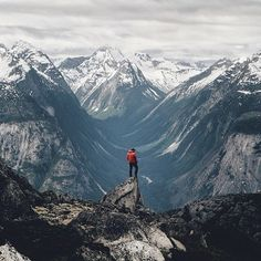 Taking in the endless views of the Coast Mountain range near Bella Coola (pic: via IG) Vancouver Island, Canada Vancouver, Scenic Photography, Landscape Photography, Photography Tips, Trekking, Future Photos, Escalade, Kayak