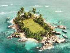 There are a lot of amazing and quirky places to play tennis. This island tennis court has got to be one of the coolest. Tennis Party, Le Tennis, Sport Tennis, Tennis Open, Tennis Match, Tennis Elbow, Tennis Outfits, Tenis Channel, Tennis Photos
