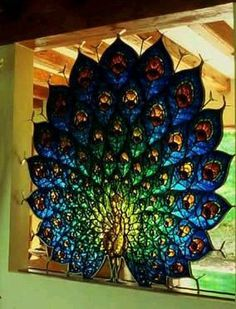 Peacock stained glass, this is absolutely Gorgeous. I would like to be able to make a stained glass design like this one. Stained Glass Panels, Leaded Glass, Stained Glass Art, Window Glass, Window Art, Stained Glass Projects, Stained Glass Patterns, Mosaic Art, Mosaic Glass