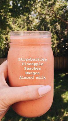 いちご、パイナップル、桃、マンゴー、アーモンドミルクスムージー - What you need to know for a healthy life Smoothies Vegan, Smoothies With Almond Milk, Fruit Smoothie Recipes, Yummy Smoothies, Smoothie Drinks, Yummy Drinks, Healthy Drinks, Healthy Eating, Healthy Recipes