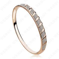 Gorgeous 18K Gold Plated Bangle Shinning Swarovski Crystal Bracelet B020R1