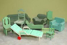 Laura Tarrish's Collection of Miniature Chairs: Slideshow: Slide 3
