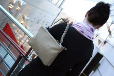 Arkeen vai juhlaan? http://www.bebag.fi/esprit-kaksinkertainen-minilaukku-025ea10010-toffeebeige
