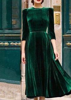 Shop Maxi Elegant Plissee Velvet Maxi Dress - Grün - L. Avenue - - Shop Maxi Elegant Plissee Velvet Maxi Dress - Grün - L. The Dress, Dress Skirt, Chemise Dress, Green Dress Outfit, Shirt Dress, Draped Dress, Green Party Dress, Winter Party Dresses, Spring Dresses