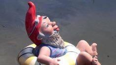 Er ist gerade mit dem Traumschiff unterwegs im Nachbarteich...