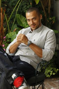 Jesse Williams, I don't pin pics of guys, but he is my favorite doctor after all ;p lol