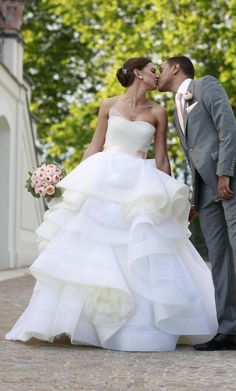 Vera Wang Katherine: buy this dress for a fraction of the salon price on PreOwnedWeddingDresses.com