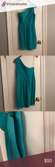 Cyan by Shoshanna teal one shouldered dress Cyan by Shoshanna teal dress. One shoulder, sleeve on left side. In great condition, worn once. Only has a very small stain in front, but is hidden by the ruffled folds (pictured). Size 8 Shoshanna Dresses
